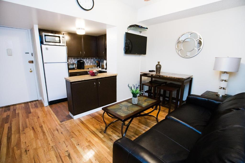 Apartment two bedroom apt greenwich new york city ny for Two bedroom apt in bed stuy area