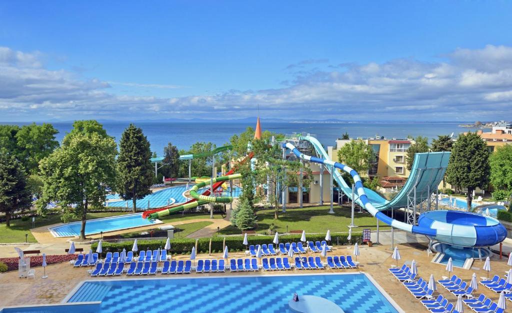 Болгария! Великолепный отель 5* со своим аквапарком и  детским меню в ресторане!