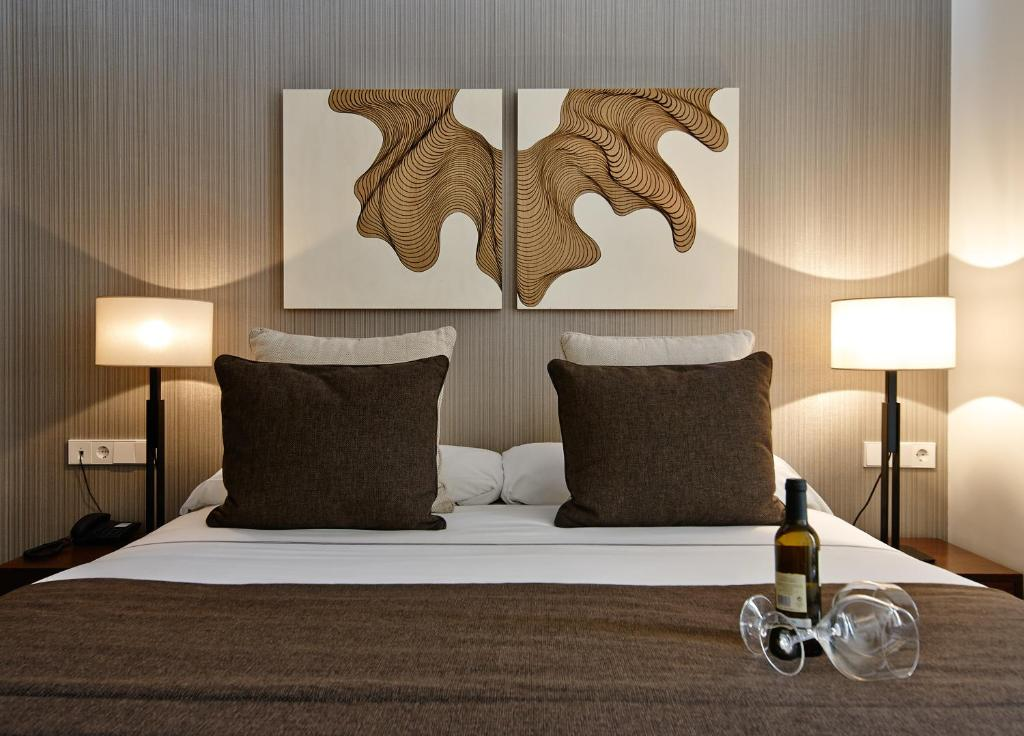 A bed or beds in a room at Carris Cardenal Quevedo