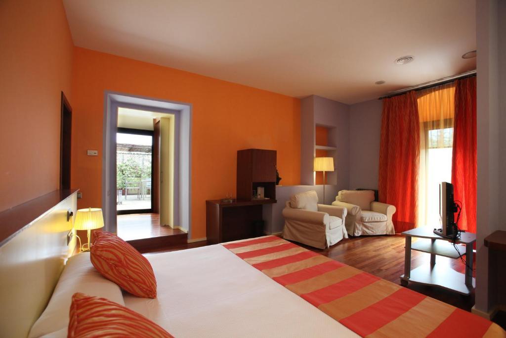 Hotel Castell de l'Oliver 22