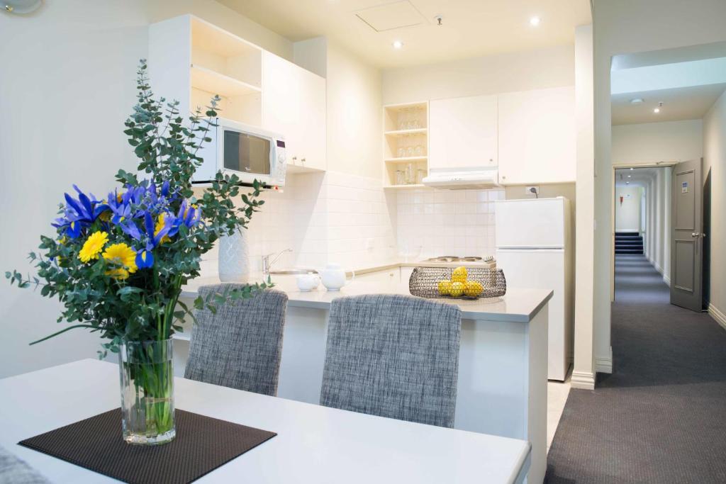 collins hotel melbourne australia booking com rh booking com