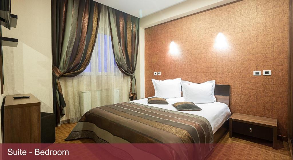 Un pat sau paturi într-o cameră la INTER BUSINESS Bucharest