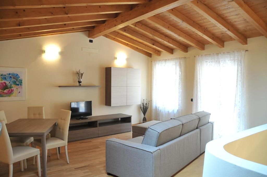 moderne mediterrane einrichtung apartment, montana apartments (italien toscolano maderno) - booking, Design ideen