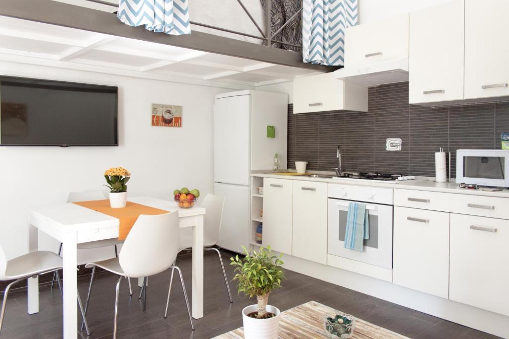 Tavoli Di Marmo Viale Trastevere : Apartment trastevere garden roma u2013 prezzi aggiornati per il 2019
