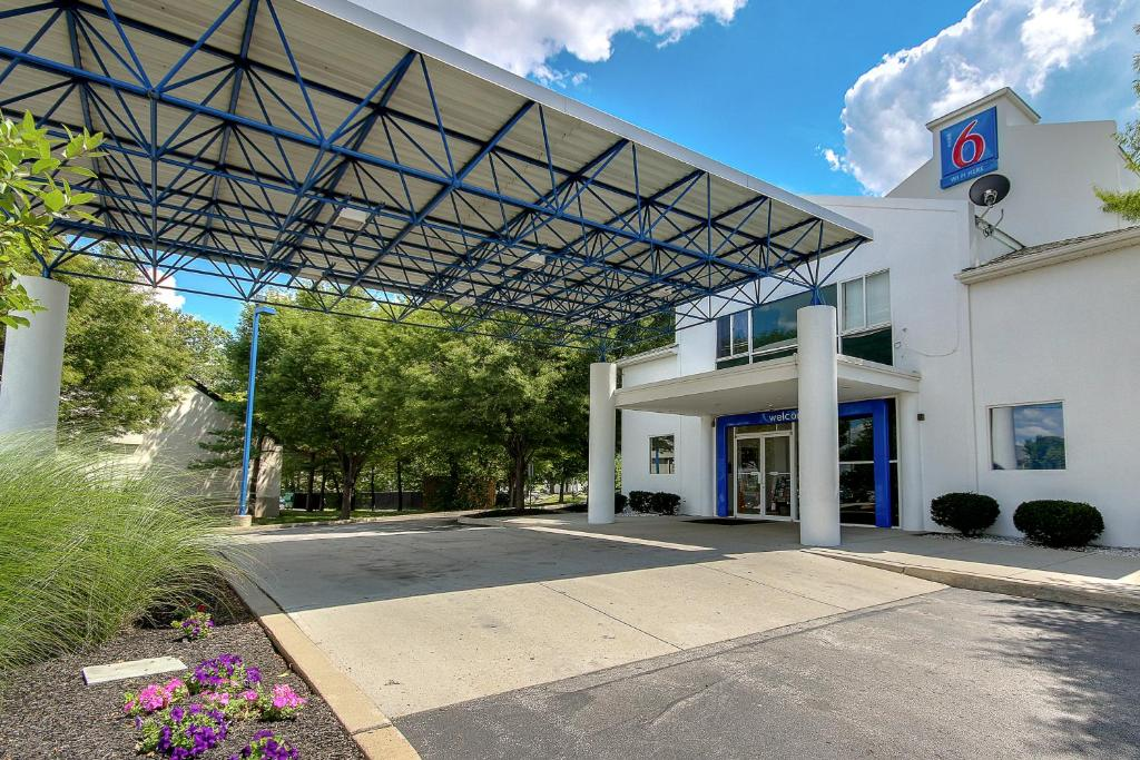 Motel 6 King Of Prussia Reserve Now Gallery Image This Property