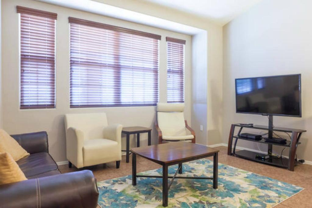 Apartamentai Two Bedroom Phoenix Townhouse Finiksas Skaitant Nuotraukas