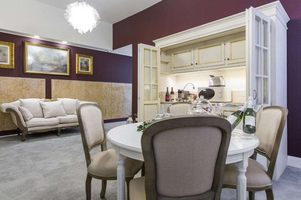 A seating area at Household Settembrini 17