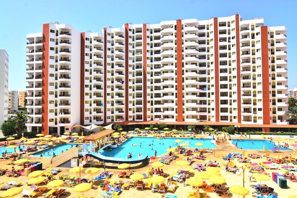 Apart hotel clube praia da rocha portugal portim o - Apartamentos en el algarve baratos ...