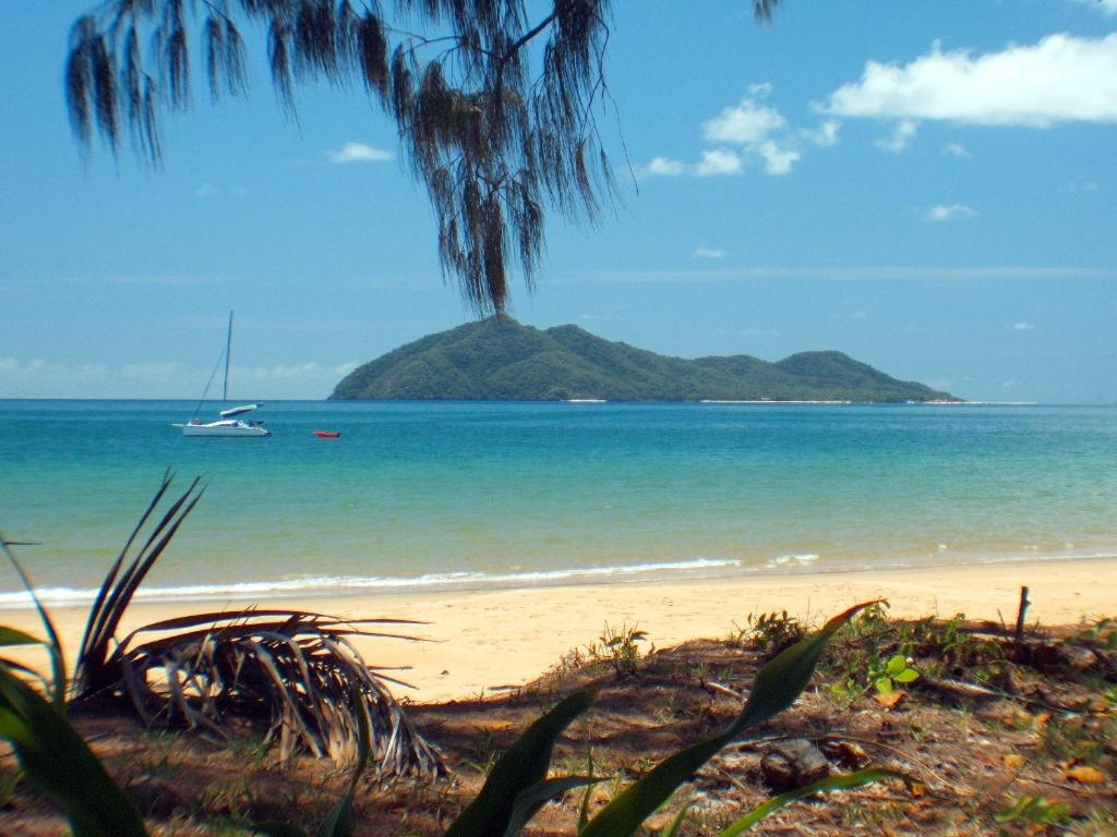 Dunk Island Holidays: Vacation Home The Beach Shack
