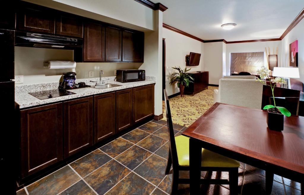 Hotel Hawthorn Suites Lubbock, TX - Booking.com