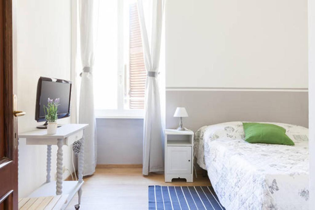 Domus Merulana B&B tesisinde bir odada yatak veya yataklar
