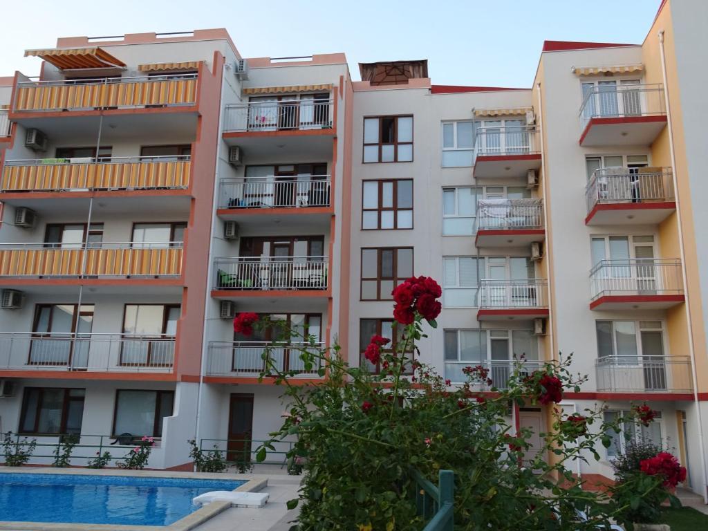 Апартамент Апартаментs in Lotos Complex - Кранево