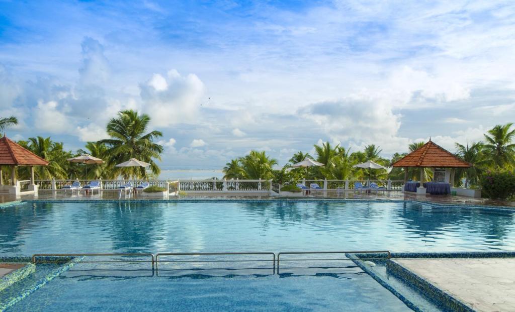 Piscina a Isola Di Cocco Ayurvedic Beach Resort o a prop