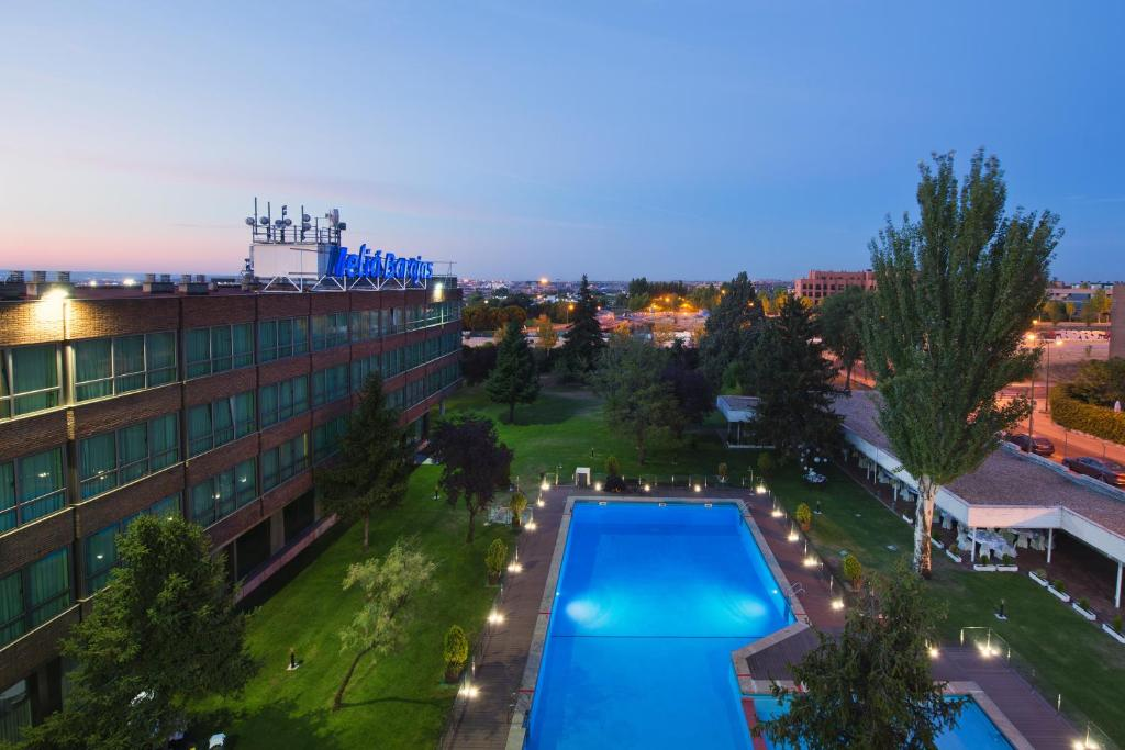 Hotel melia barajas madrid spain for Piscina barajas