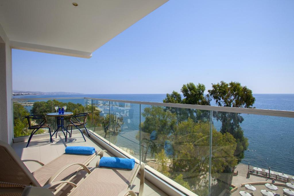 В Лимассоле по-прежнему тепло! Гостеприимный Кипр!
