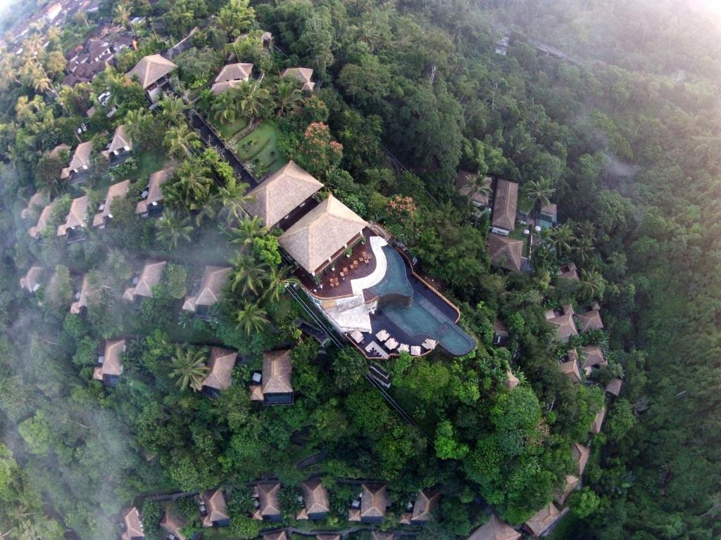 Hanging gardens of bali payangan indonesia for Garden pool villa ubud village resort