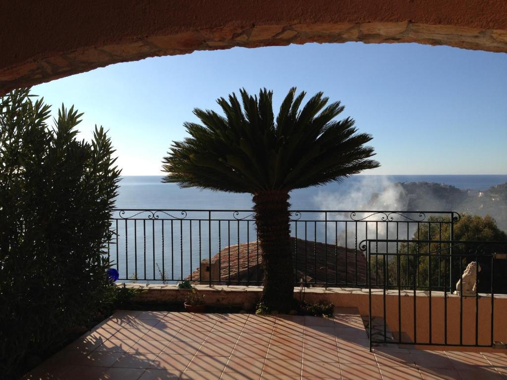 A balcony or terrace at Résidence des Eucalyptus à Théoule-sur-mer