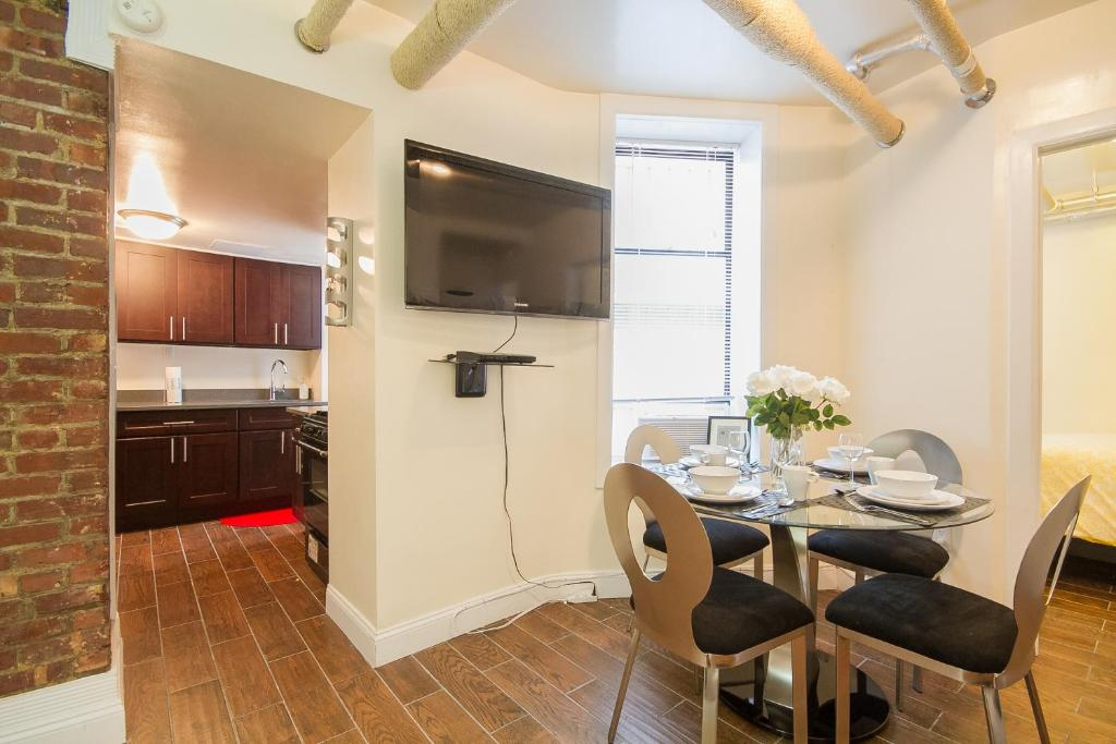luxurious three bedroom apartment, new york city, ny - booking