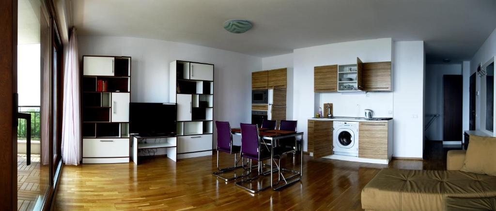 Апартамент Queen's View Апартаментs - Балчик