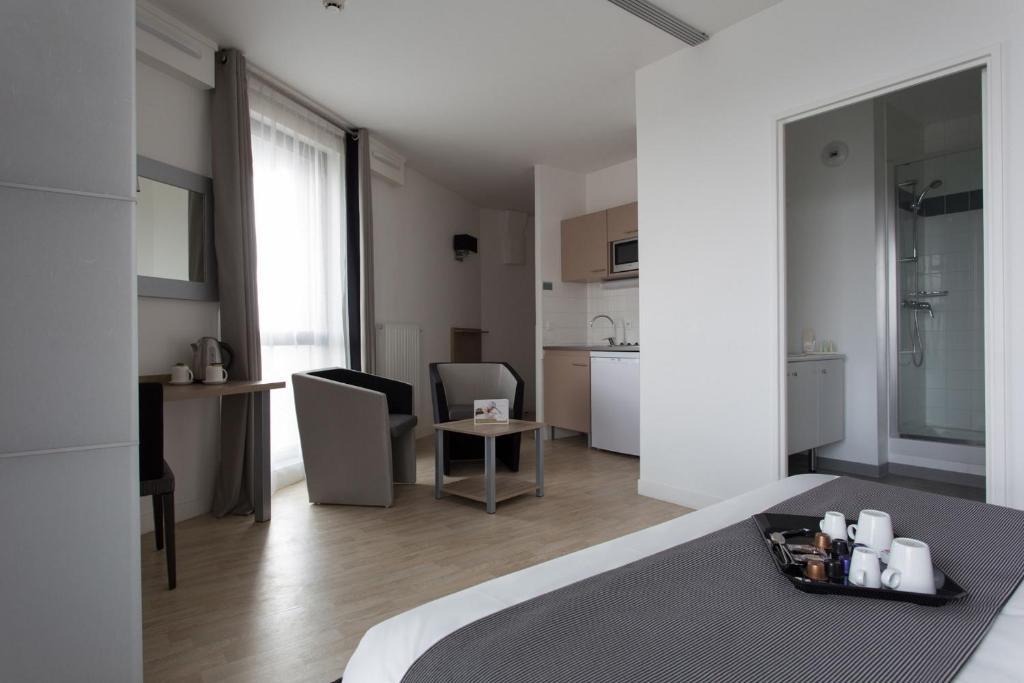 tulip inn lille grand stade residence villeneuve d 39 ascq updated 2018 prices. Black Bedroom Furniture Sets. Home Design Ideas