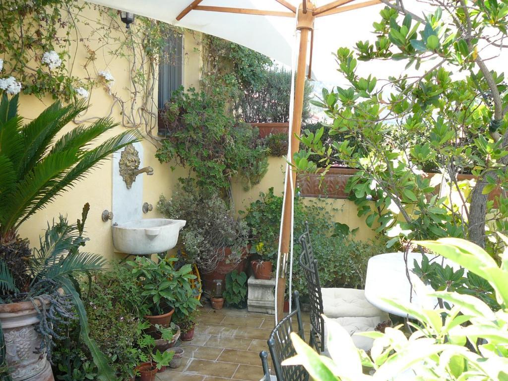 t-ec.bstatic.com/images/hotel/max1024x768/557/5579...