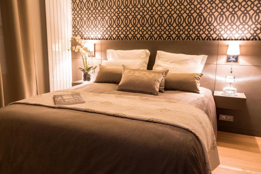 Hotel Le Roi de Sicile, Paris, France - Booking.com