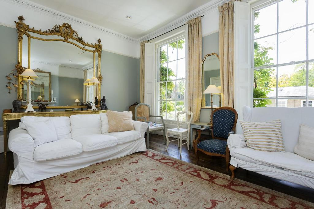 A seating area at Veeve - Five Bedroom House in Greenwich