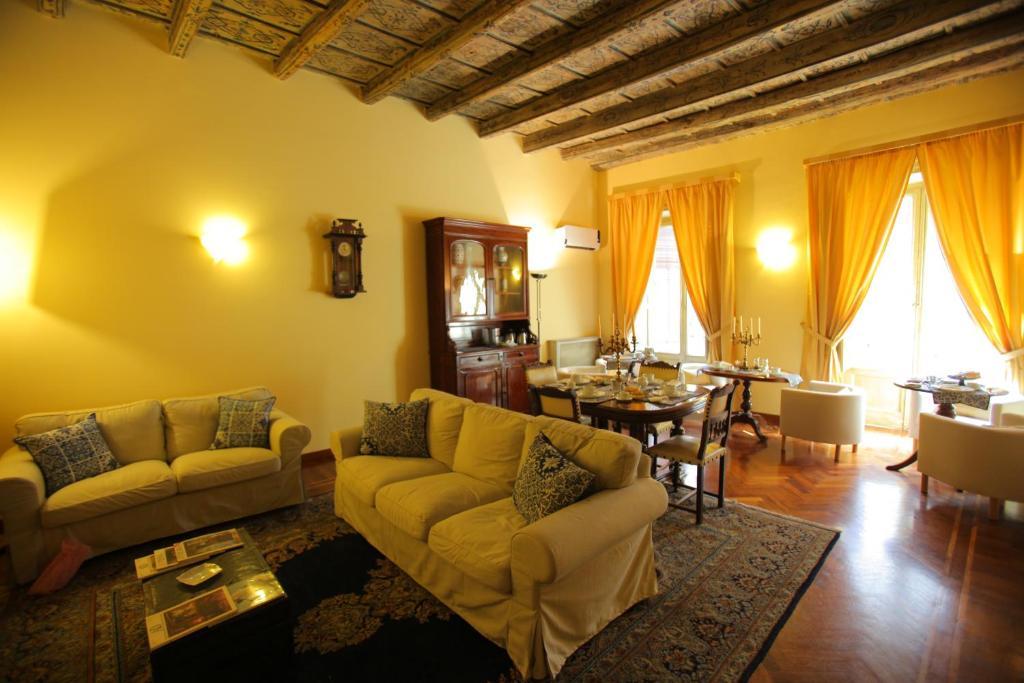 Area soggiorno di Antica Palermo B&B