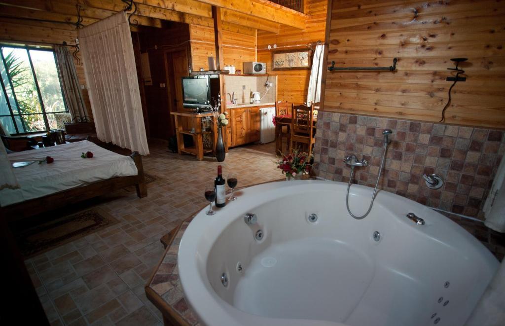 A bathroom at Miryam's Mansion