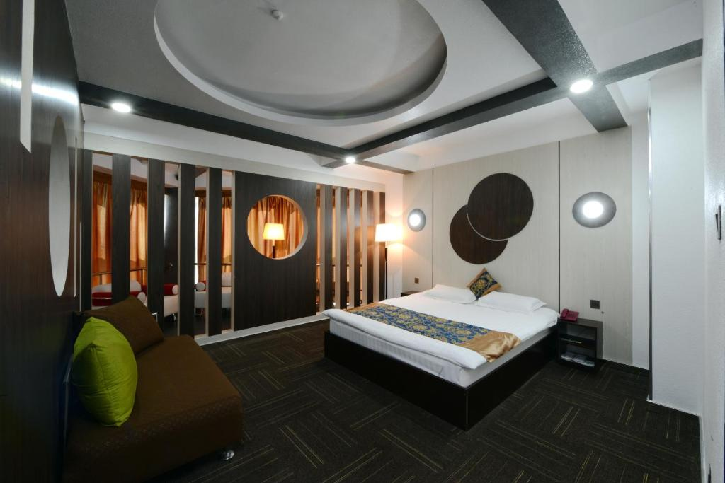 A bed or beds in a room at Zolo Hotel