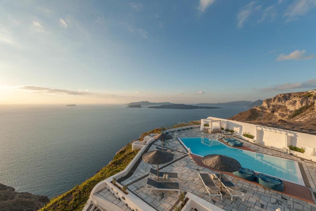 Condo Hotel Caldera's Dolphin Suites, Megalochori, Greece - Booking com