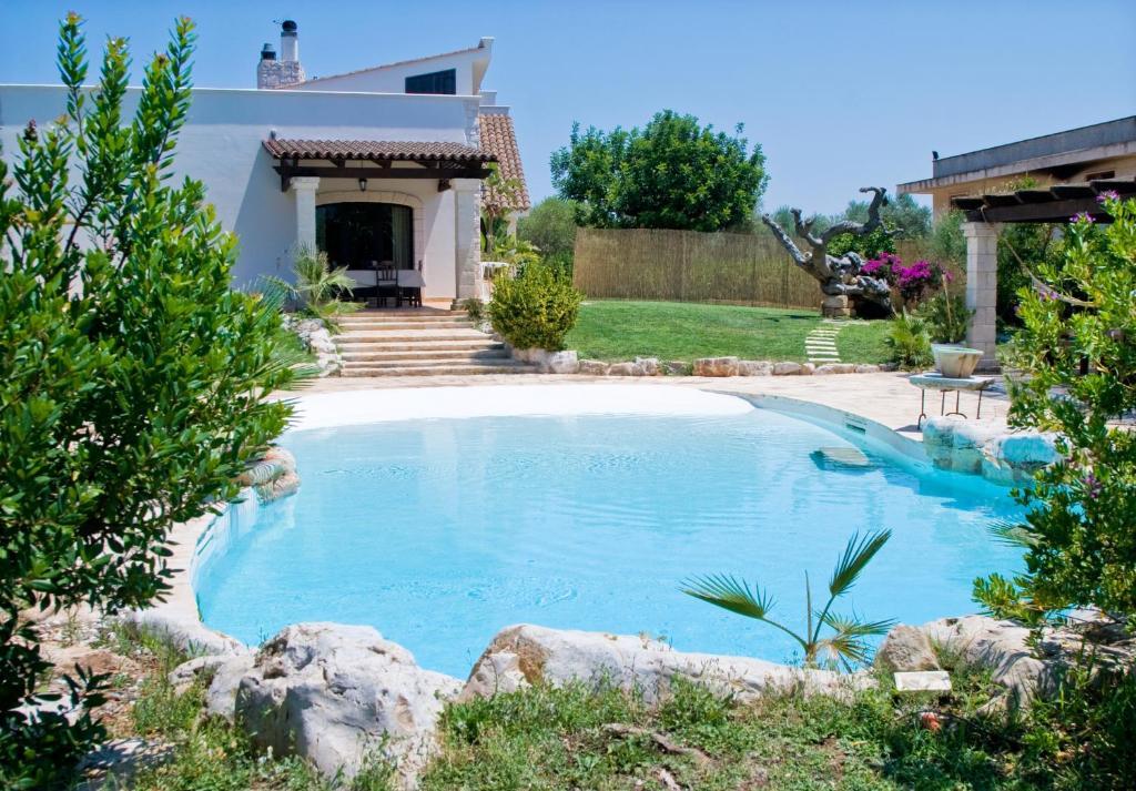 Ville prezzi e foto piscine e vasche esterne per ville e for Fumagalli case prefabbricate prezzi