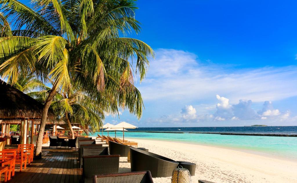 Vakarufalhi Island Resort & Spa - All Inclusive, beach side restaurant