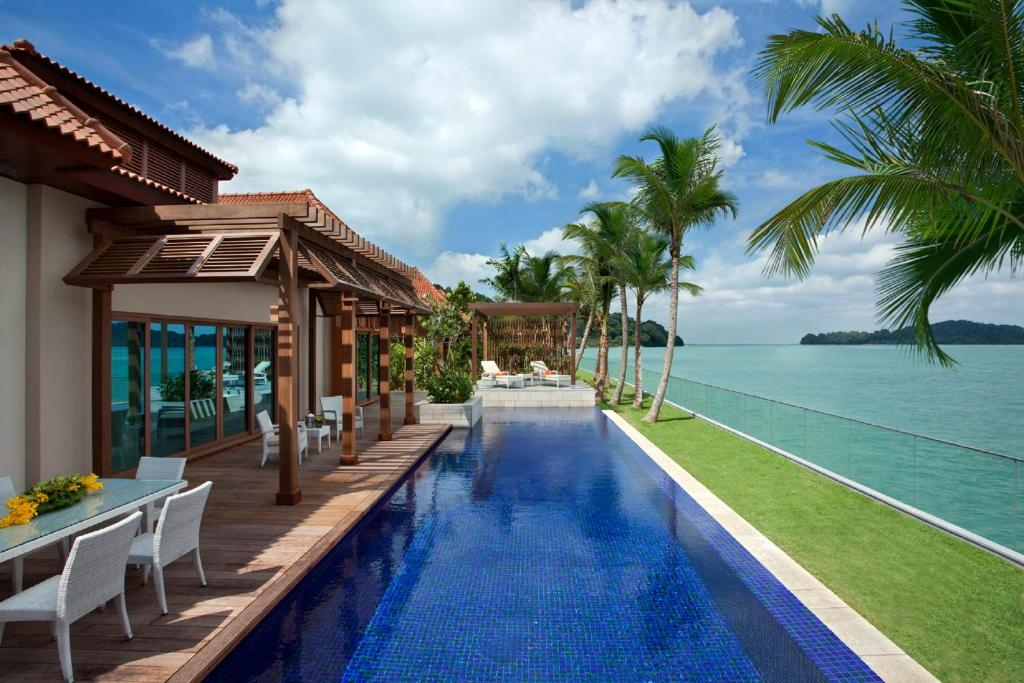 Sentosa beach villa singapore singapore for Great small luxury hotels