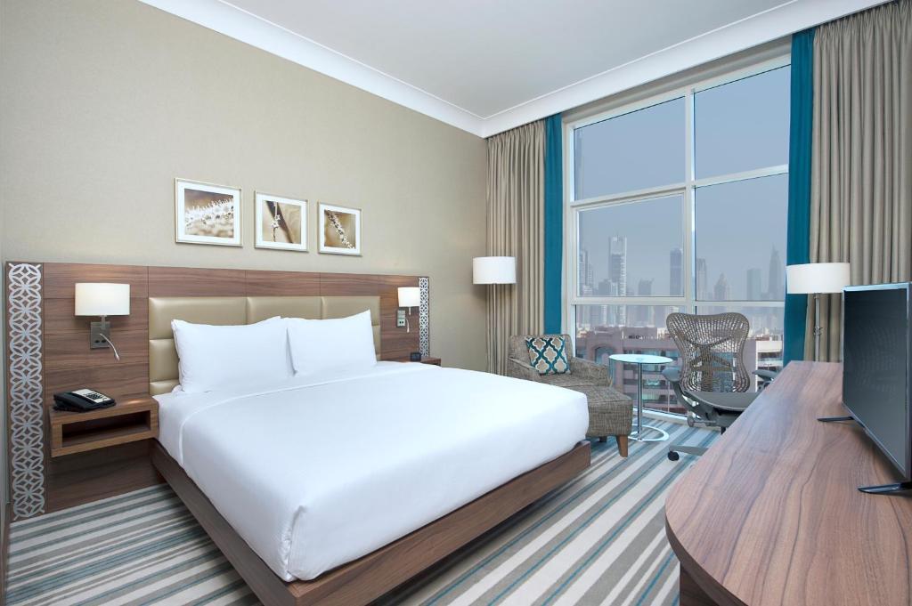 Hilton Garden Inn Dubai Al Mina Location