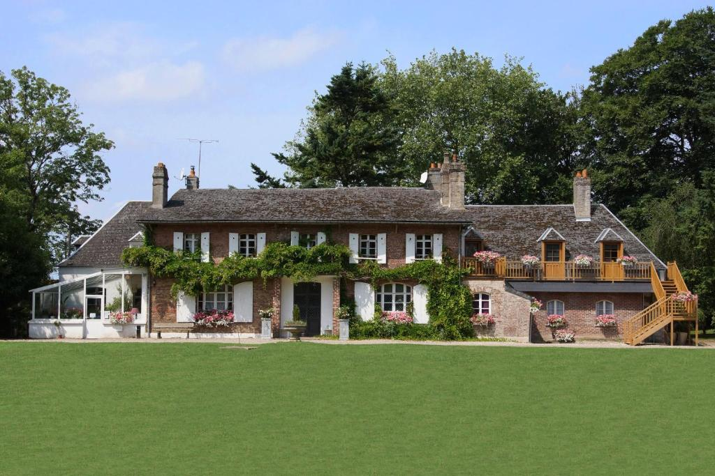 Château Gaillard B&B, Forest-Montiers, France - Booking.com