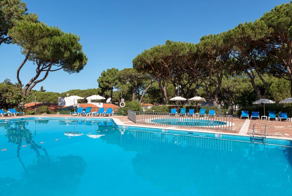 The swimming pool at or near Apartamentos Turisticos Pinhal Da Marina