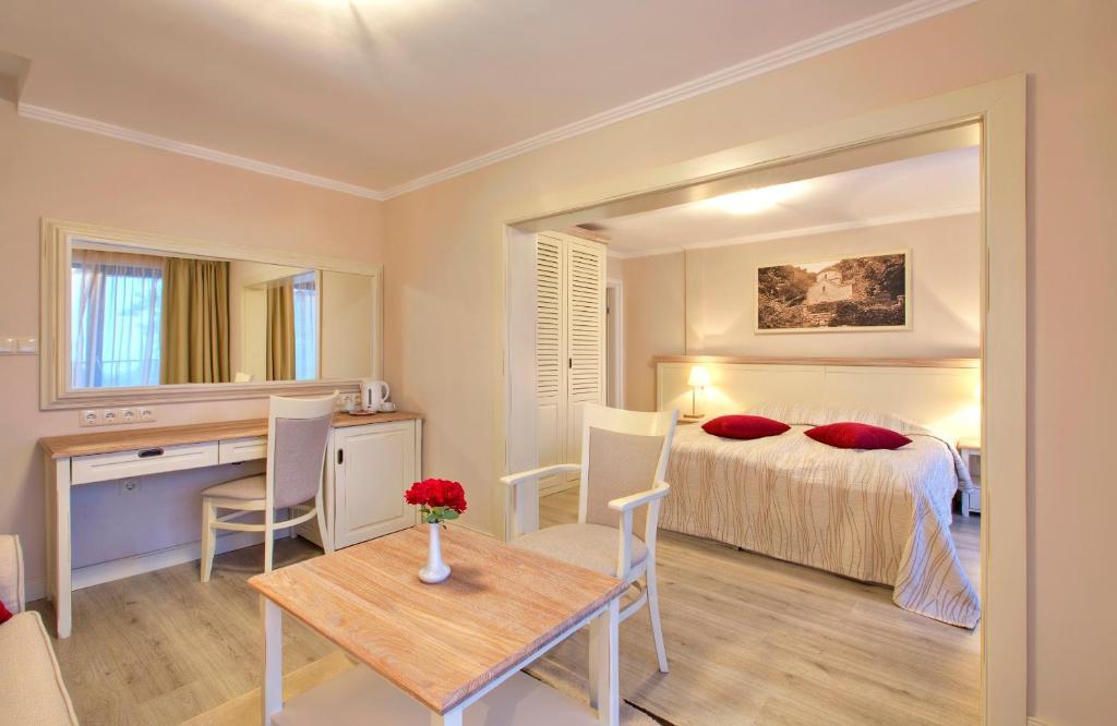 Een kamer bij White Rock Castle Suite Hotel & SPA
