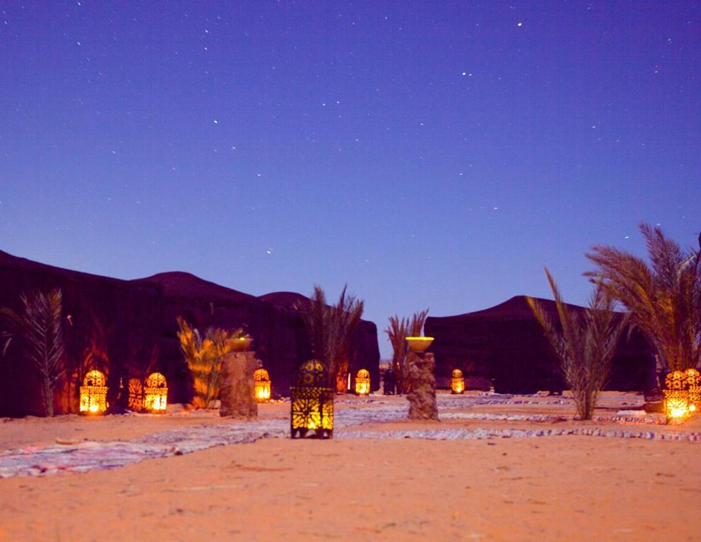 Playa de o cerca of this luxury tent