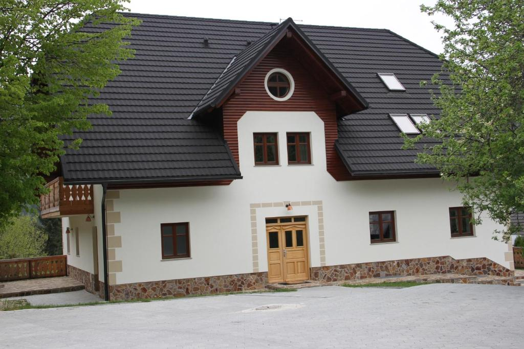 The facade or entrance of Farmstay Hiša Pečovnik