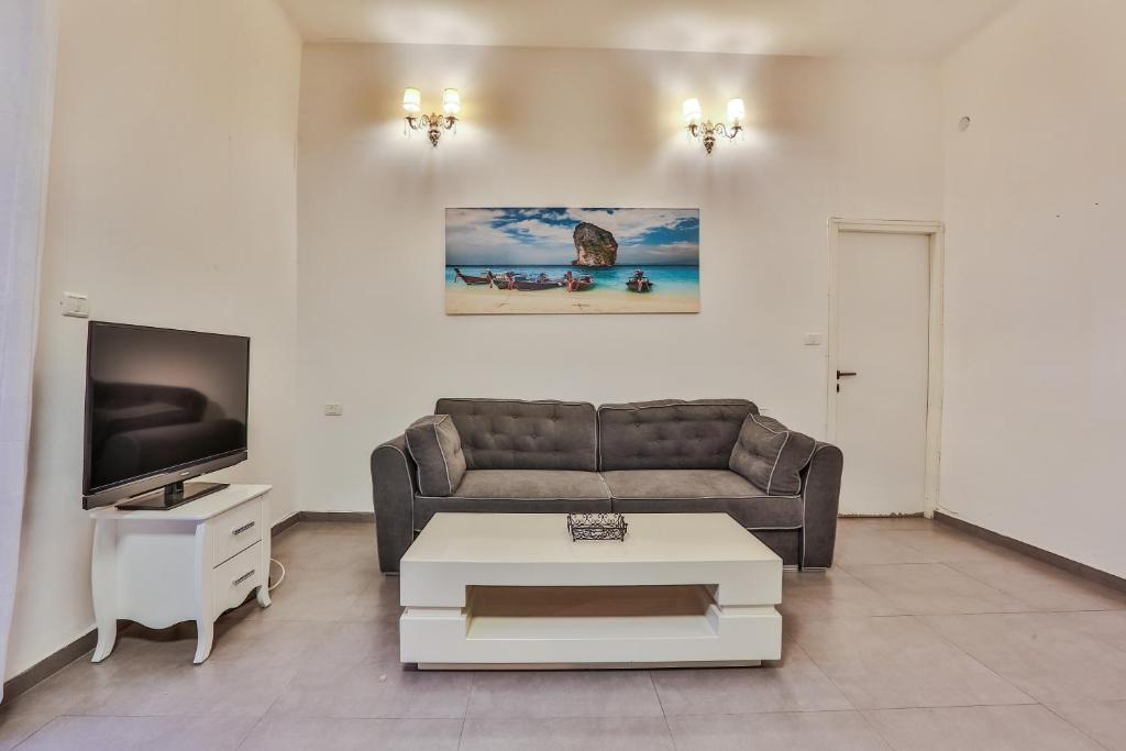 The lounge or bar area at Chic Apartments by the Beach