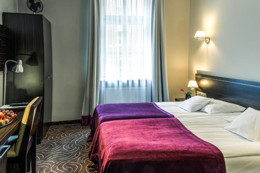 Łóżko lub łóżka w pokoju w obiekcie Hotel Racibor