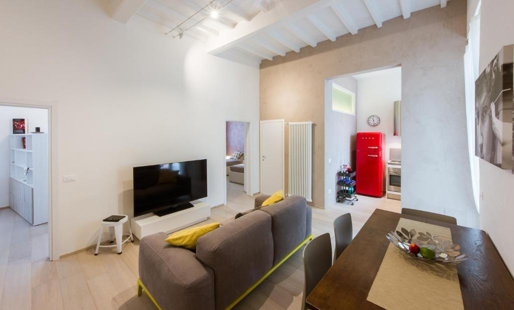 magenta apartment, florence, italy - booking