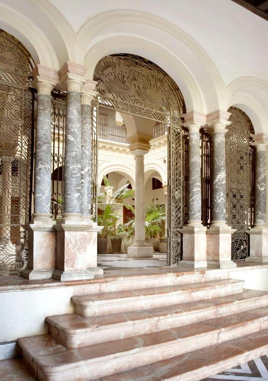ホテル パラシオ デ ヴィラパニス(Hotel Palacio De Villapanés)