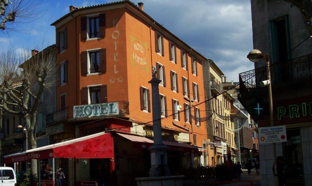 H tel central digne les bains tarifs 2018 for Central de reservation hotel