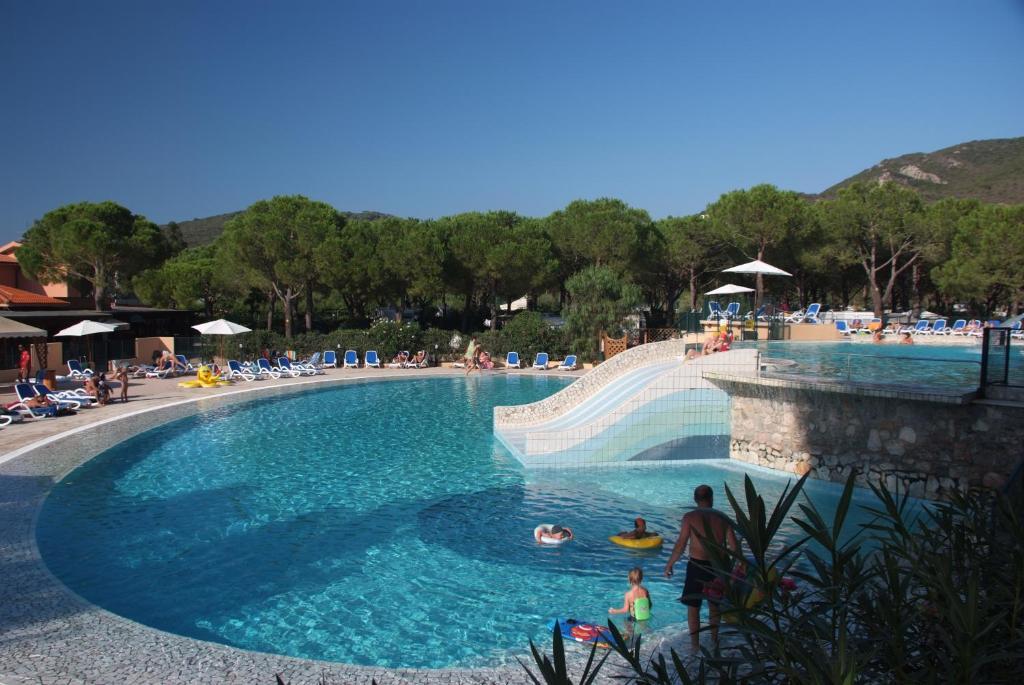 Camping village ville degli ulivi italia marina di campo - Camping bagno privato ...