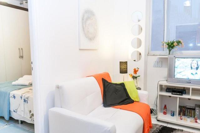 A bed or beds in a room at Aconchegante sala e quarto em Copa