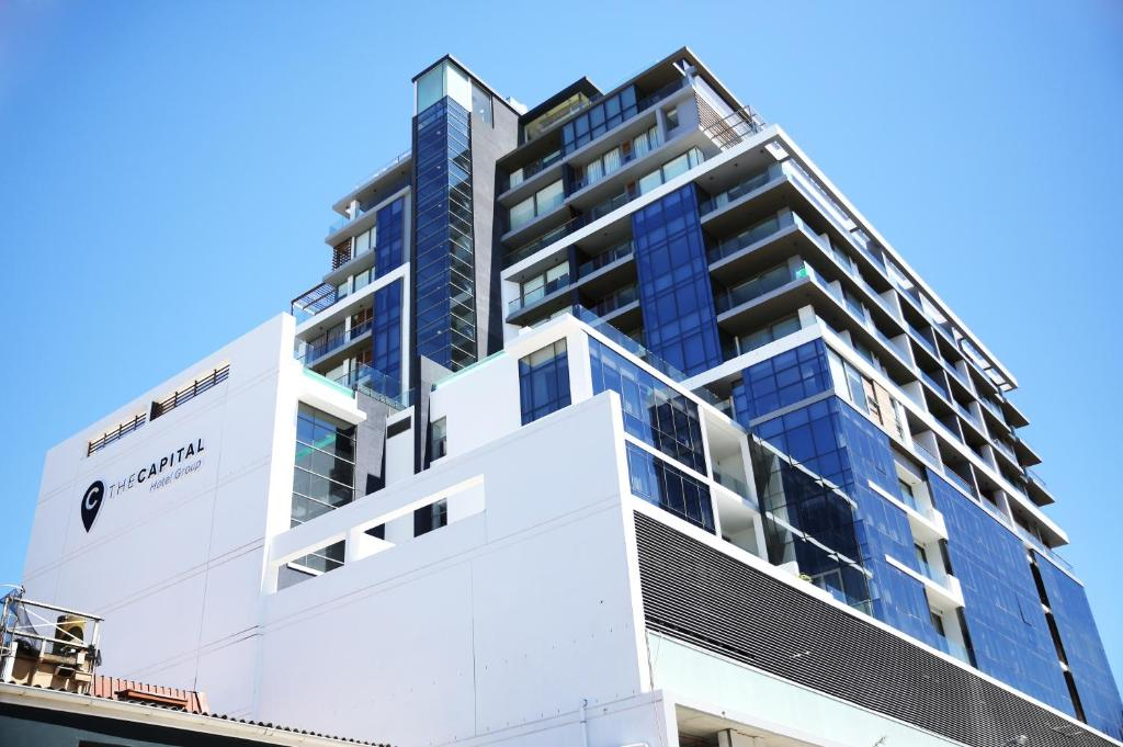 Apartment the capital mirage cape town south africa for Great rooms com
