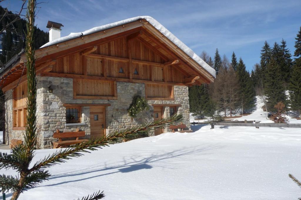 Baita mas al laghetto alpino pellizzano prezzi for Baita di legno