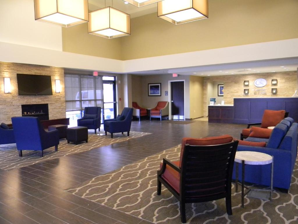 Hotel Comfort Suites Youngstown North Oh Booking Com